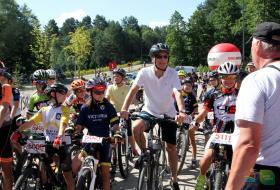 uczestnicy rowerowego wyścigu Mazovia MTB Olsztyn